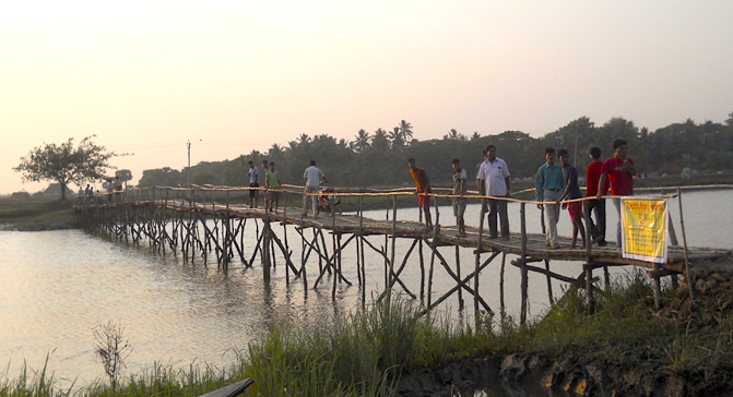 Construction of the Bamboo Bridge in Orissa under Goonj's 'Cloth for Work' initiative